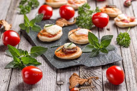 Mini pizzaの写真素材 [FYI00741683]