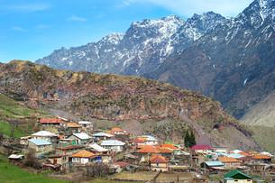 Typical georgian mountains villageの写真素材 [FYI00741742]