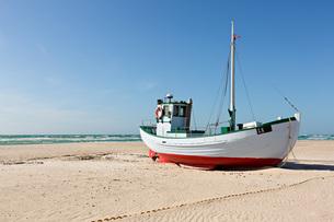 fish boats on the beachの写真素材 [FYI00741932]