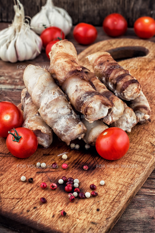 grilled Turkey sausages with beerの写真素材 [FYI00742091]