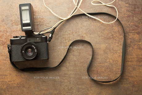 old analogue camera with flashの写真素材 [FYI00742147]