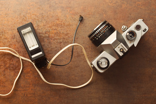 old analogue camera with flashの写真素材 [FYI00742161]