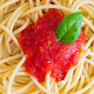 Italian spaghetti dish with tomatoes and basilの写真素材 [FYI00742164]