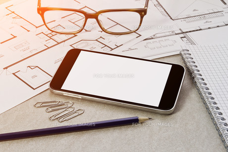 Workplace with mobile phoneの写真素材 [FYI00742177]