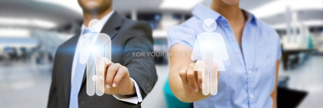 Man and woman using digital interfaceの素材 [FYI00742184]
