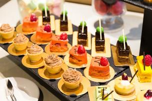 Dessert tableの写真素材 [FYI00742317]