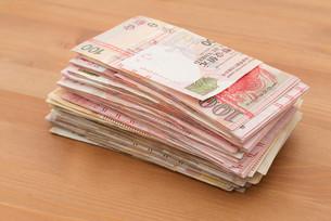Stack of money bank noteの写真素材 [FYI00742342]