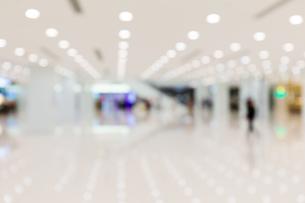 Blur background of storeの写真素材 [FYI00742382]