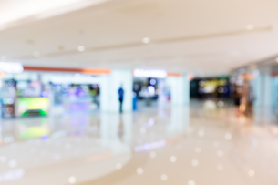 Blur background of shopping plazaの写真素材 [FYI00742384]