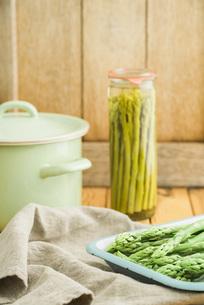 einwecken green asparagusの写真素材 [FYI00742477]
