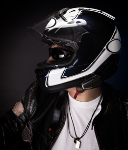 Stylish biker portraitの写真素材 [FYI00742663]
