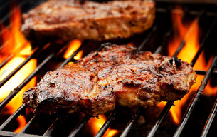 Pork Chops On The Barbecueの写真素材 [FYI00742701]