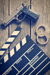 movie clapper and gun with handcuffsの写真素材 [FYI00742901]