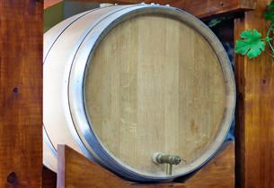 Wooden oak barrel wine,  with metal crane. .の写真素材 [FYI00742910]