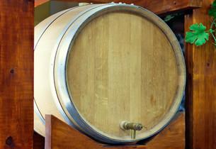 Wooden oak barrel wine,  with metal crane. .の写真素材 [FYI00742914]