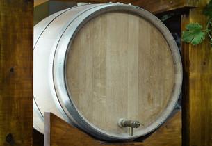 Wooden oak barrel wine,  with metal crane. .の写真素材 [FYI00742921]