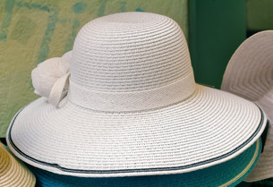 Women's summer hat for sun protection.の写真素材 [FYI00742940]