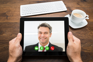 Businessperson Video Chatting With Colleagueの写真素材 [FYI00743094]