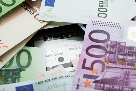Euro Banknotes Over Electricity Meterの写真素材 [FYI00743112]