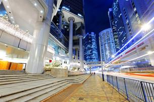 hong kong traffic nightの写真素材 [FYI00743287]