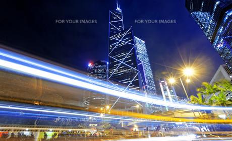 hong kong traffic nightの写真素材 [FYI00743290]