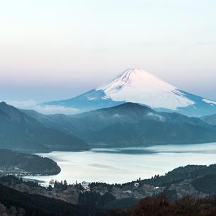 Fuji Mountain Lake Hakone Sunriseの写真素材 [FYI00743343]