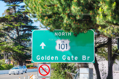 Golden Gate bridge sign in San Franciscoの写真素材 [FYI00743544]