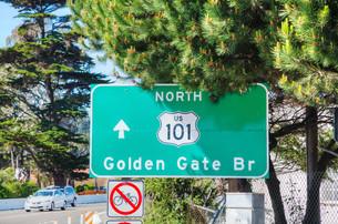 Golden Gate bridge sign in San Franciscoの素材 [FYI00743544]