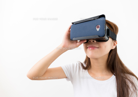 Virtual Reality headset on woman playing video gamesの写真素材 [FYI00743752]