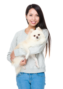 Woman with her dogの写真素材 [FYI00743780]