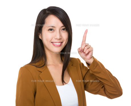 Young businesswoman with finger point upの素材 [FYI00743789]