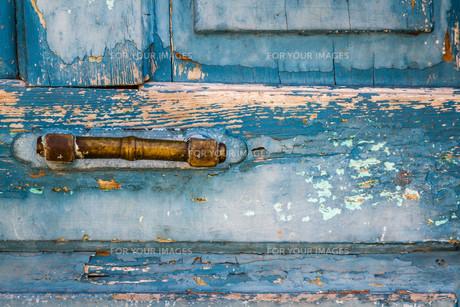 Door Handle of Old Blue Doorの写真素材 [FYI00744262]