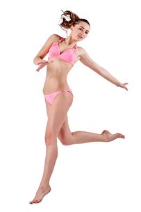 Beautiful young woman in pink swimwearの素材 [FYI00744386]