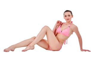 Beautiful young woman in pink swimwearの素材 [FYI00744387]