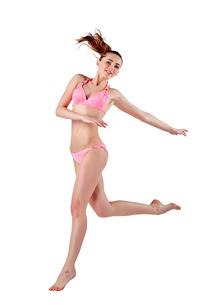 Beautiful young woman in pink swimwearの素材 [FYI00744388]