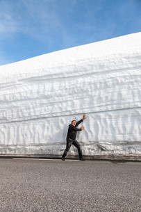 highway along the snow wall. Norway in springの写真素材 [FYI00744469]