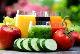 Glasses with fresh organic detox juices in the gardenの素材 [FYI00744518]