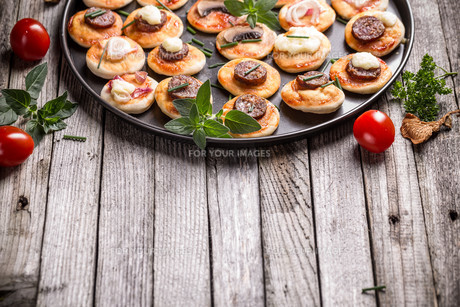 Mini pizzaの写真素材 [FYI00744550]