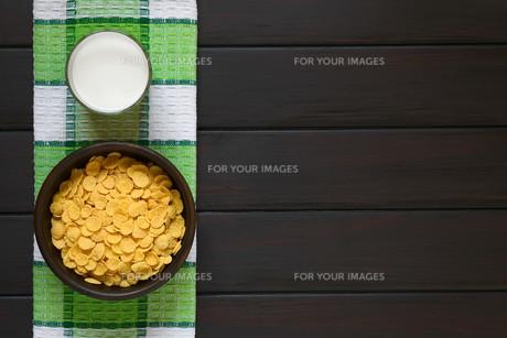 Corn Flakes Breakfast Cereal and Milkの素材 [FYI00744783]
