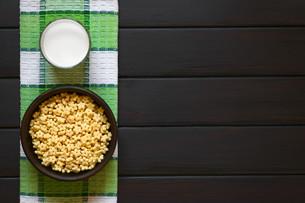 Honey Flavored Breakfast Cereal and Milkの写真素材 [FYI00744785]