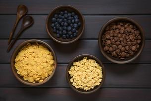 Breakfast Cereals with Blueberriesの写真素材 [FYI00744791]