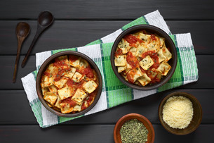 Baked Ravioli with Tomato Sauceの写真素材 [FYI00744792]