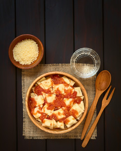 Ravioli with Tomato Sauceの写真素材 [FYI00744798]