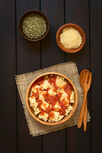 Ravioli with Tomato Sauceの写真素材 [FYI00744806]
