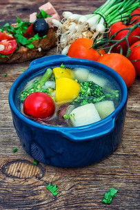 summer soup with fresh vegetablesの写真素材 [FYI00745536]