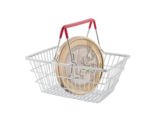 Shopping basket with one euro coin on white backgroundの写真素材 [FYI00745591]