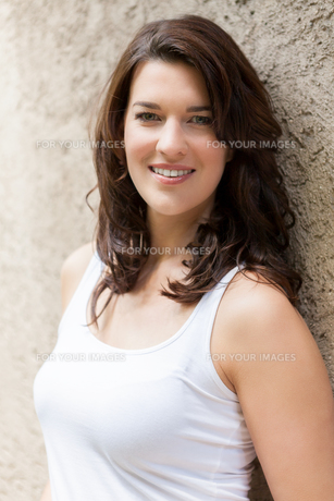 young attractive woman with dark hair in portrait laughingの写真素材 [FYI00745858]