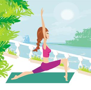 woman in pose practicing yogaの写真素材 [FYI00745912]