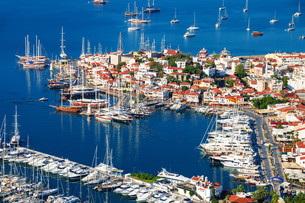 View of Marmaris harbor on Turkish Riviera.の写真素材 [FYI00746095]