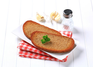Pan fried bread and garlicの写真素材 [FYI00746116]
